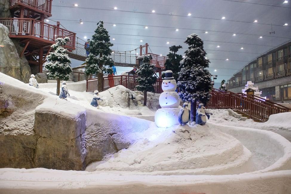 Ski Dubai ligger i Mall of Emirates vid Dubai Marina