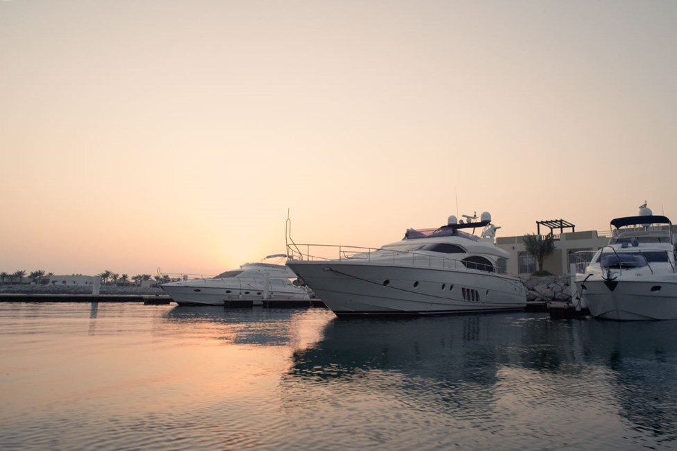 Den vackra hamnen Al Hamra Marina