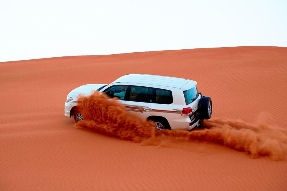 Ökensafari med jeep är en fartfylld och populär aktivitet