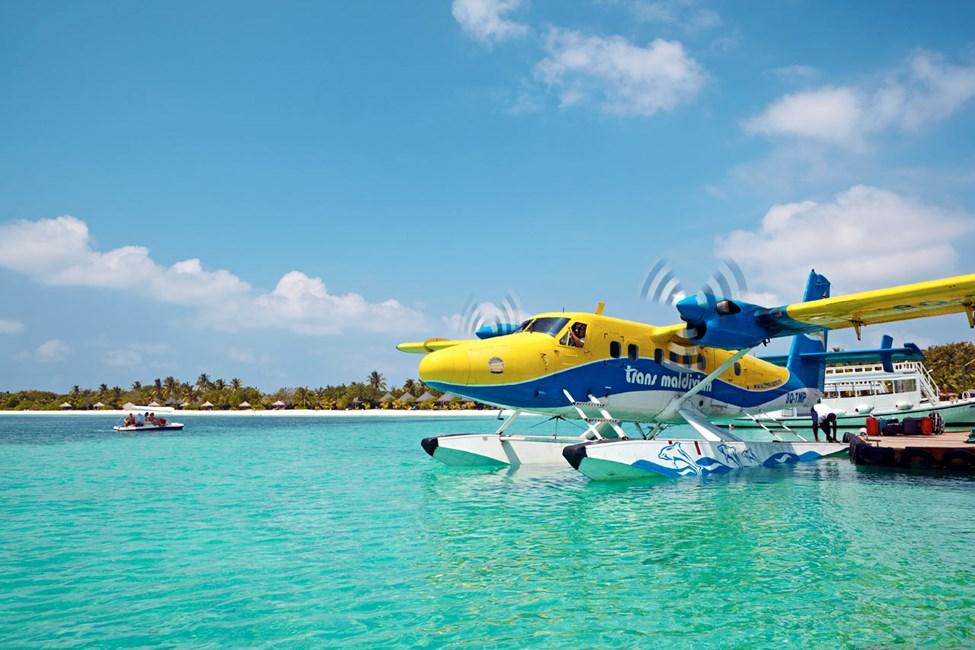 Vid flygtransfer används sjöflygplan eller inrikesflyg